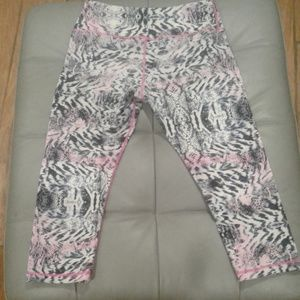 "LULULEMON 18"" CROP Leggings"